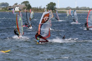 Windsurfers and kitesurfers are in their element on Fehmarn.