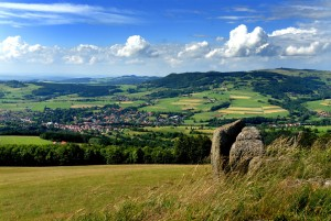 From Mount Simmelsberg (843m) as far as Mount Wasserkuppe (950m), the views extend to Gersfeld in the Rhön hills beyond the Fulda valley.