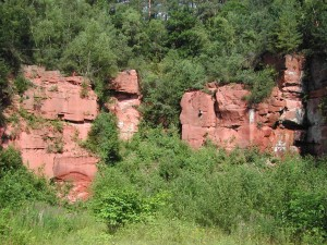 Mighty red Bunter sandstone cliffs can be found in the Odenwald region as well as the Main and Neckar valleys