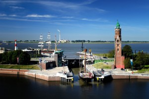 Bremerhaven, Simon Loschen lighthouse by the lock at the new harbour