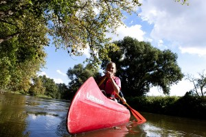 On the Unstrut in the Blütengrund district, energetic holidaymakers canoeing