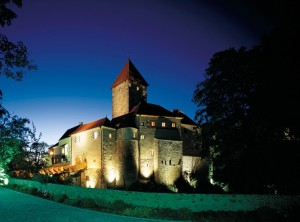 Relais & Châteaux Hotel Burg Wernberg at night