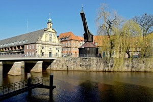 Lüneburg: Historical crane in the old quarter on the Ilmenau river