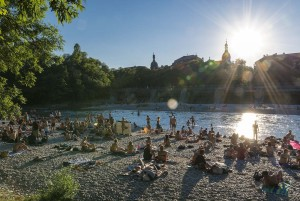 Munich: Beach of the Isar at sunset
