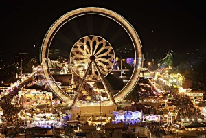 Stuttgart: Bad Cannstatt, big wheel at the Wasen fair at night